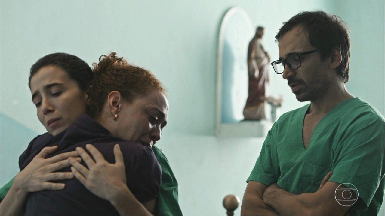 Ronaldo tem morte cerebral e Evandro e Carolina conversam com a mãe do rapaz