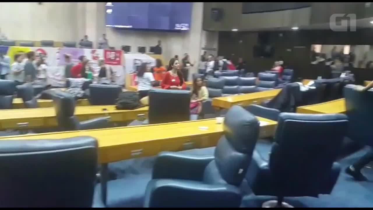 Estudantes ocupam Câmara Municipal de SP em protesto contra Doria