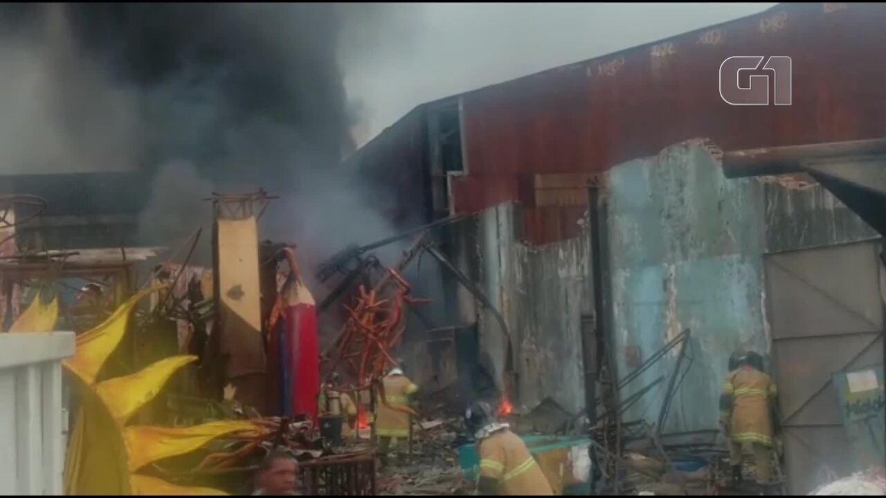 Incêndio atinge barracão da Renascer de Jacarepaguá, no Centro do Rio