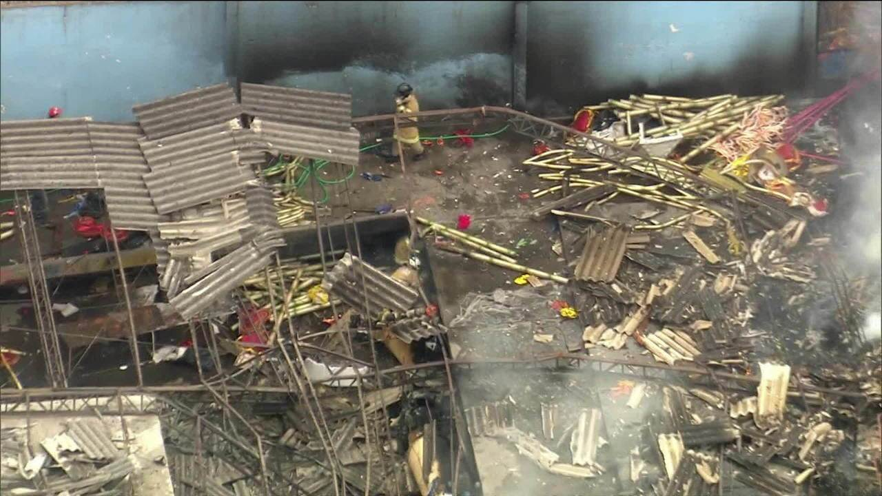 Incêndio volta a atingir barracão da escola de samba Renascer de Jacarepaguá