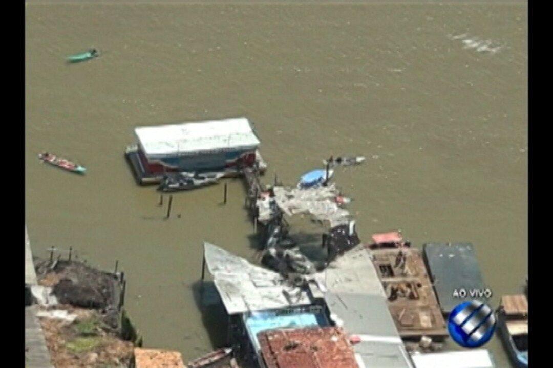 Em Abaetetuba, uma balsa que transportava combustível explodiu durante a manhã