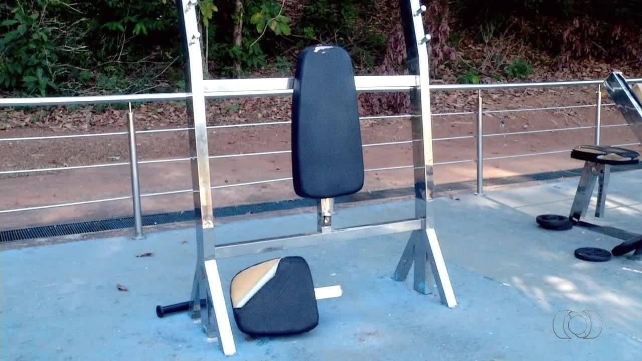 População reclama da falta de manutenção na academia ao ar livre no parque Cesamar