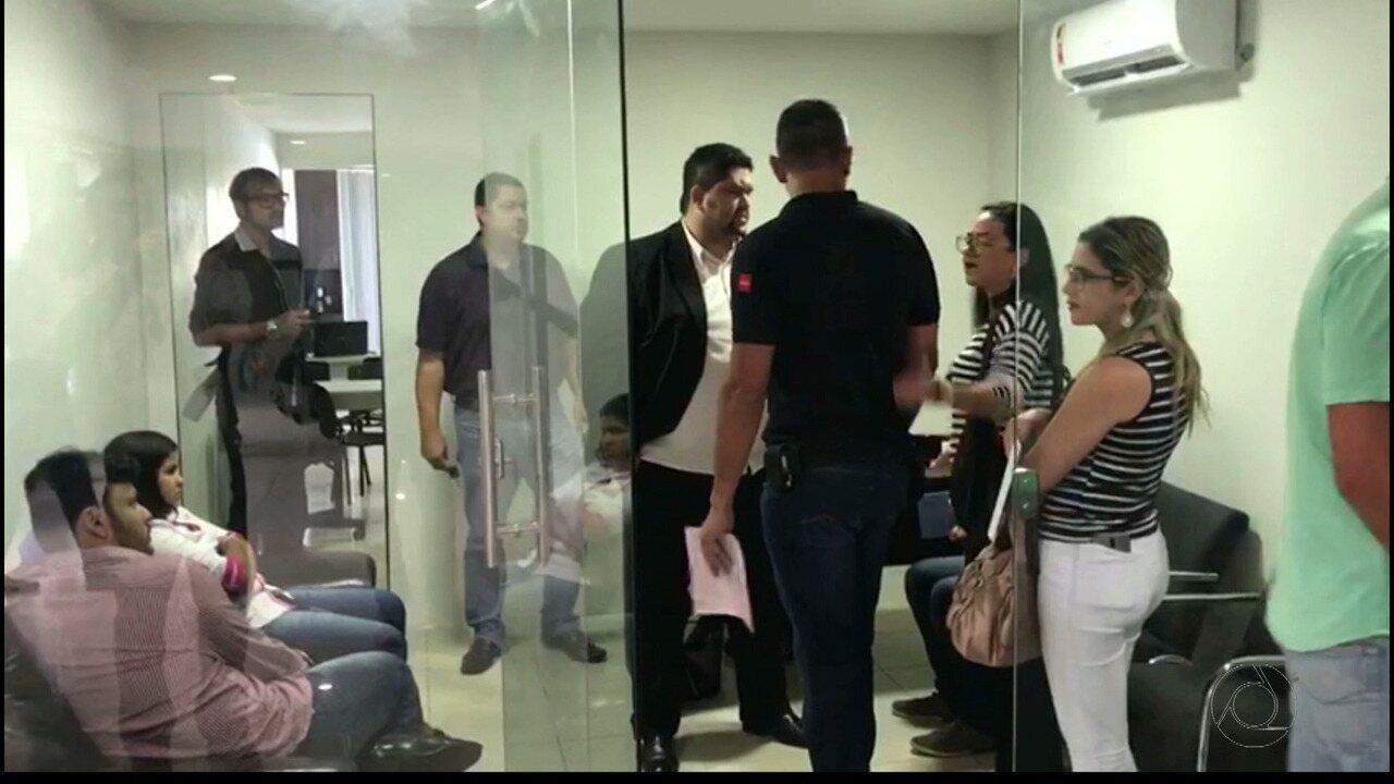 Grupo é detido acusado de exercício ilegal da profissão de corretor de imóveis