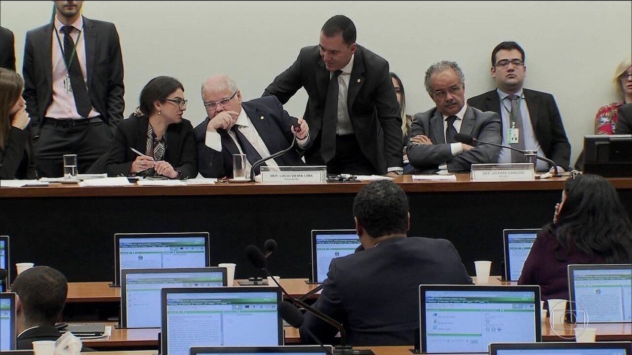 Comissão da reforma política aprova