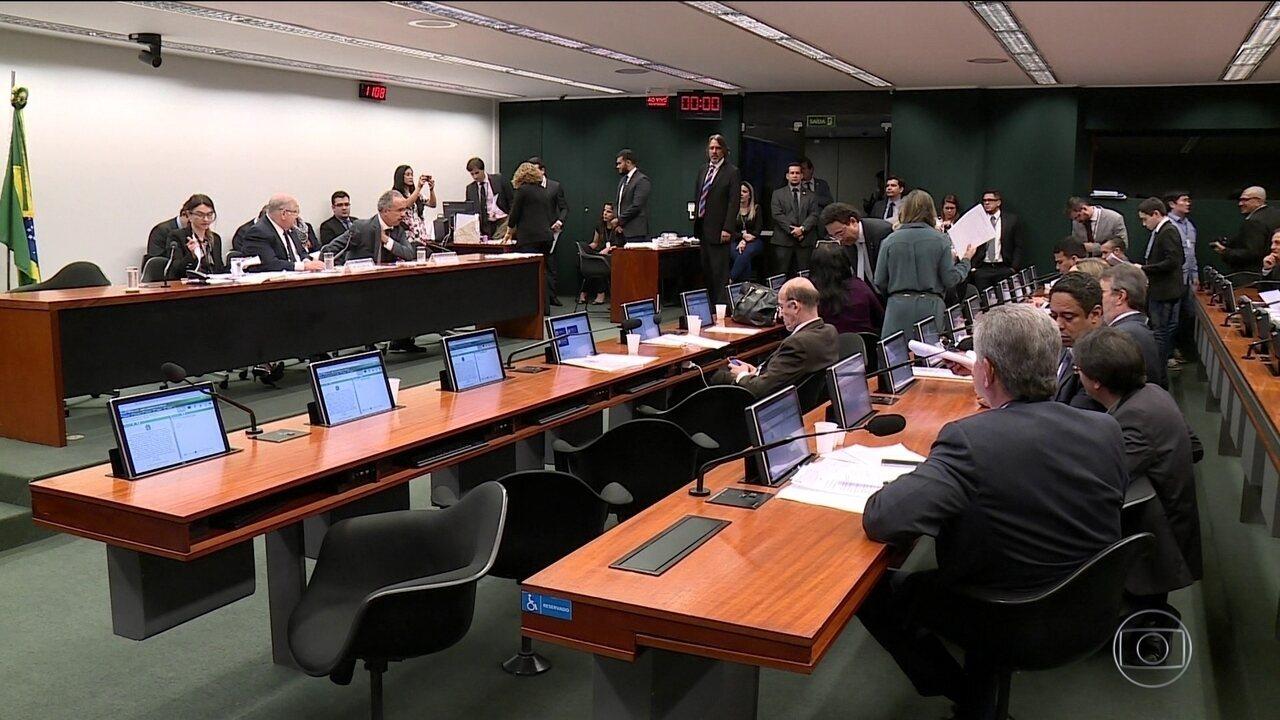 Deputados aprovam mandato de dez anos para ministros de tribunais superiores