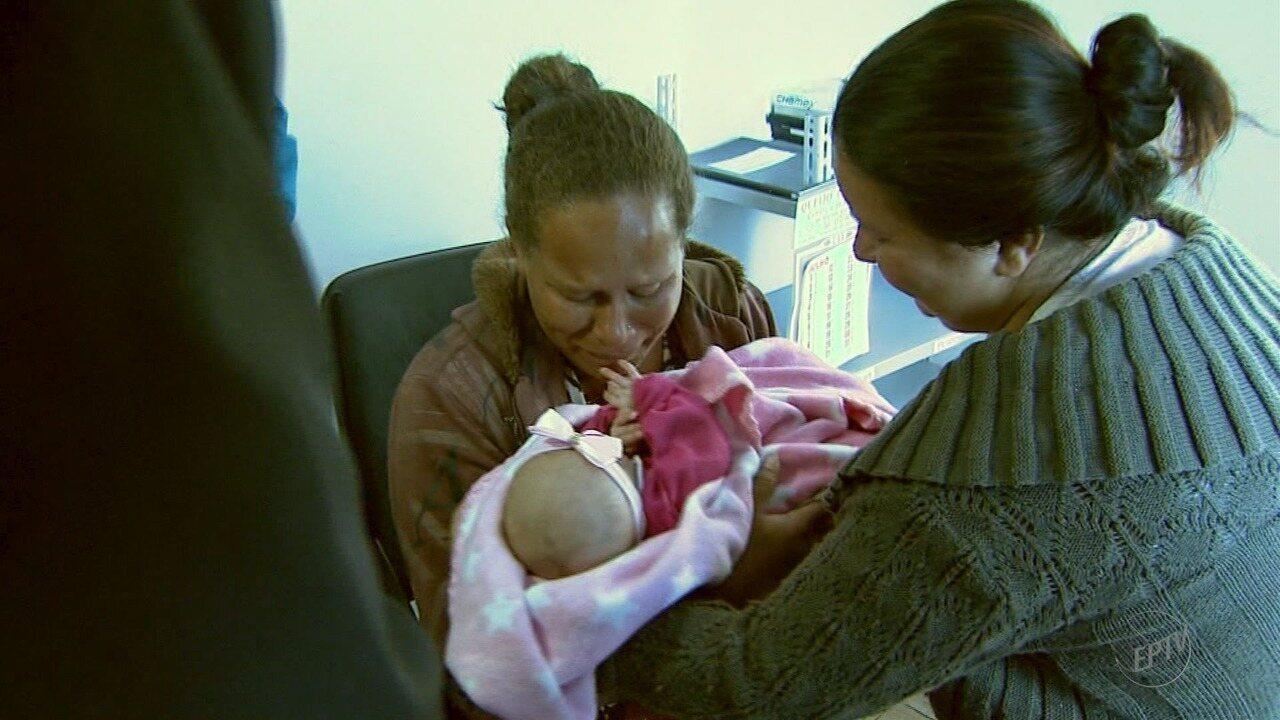 Polícia encontra recém-nascida roubada de dentro de casa após mãe ser dopada
