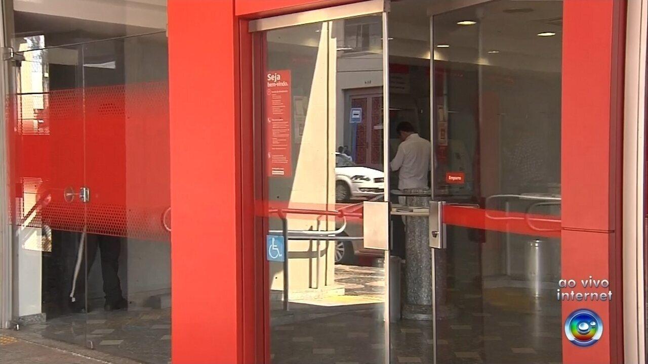Criminosos furtam agência bancária minutos antes da abertura de expediente em Marília