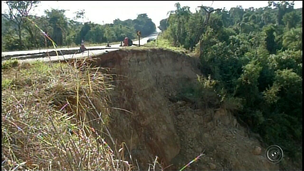 Cratera em rodovia que liga Coronel Macedo a Itaporanga assusta motoristas