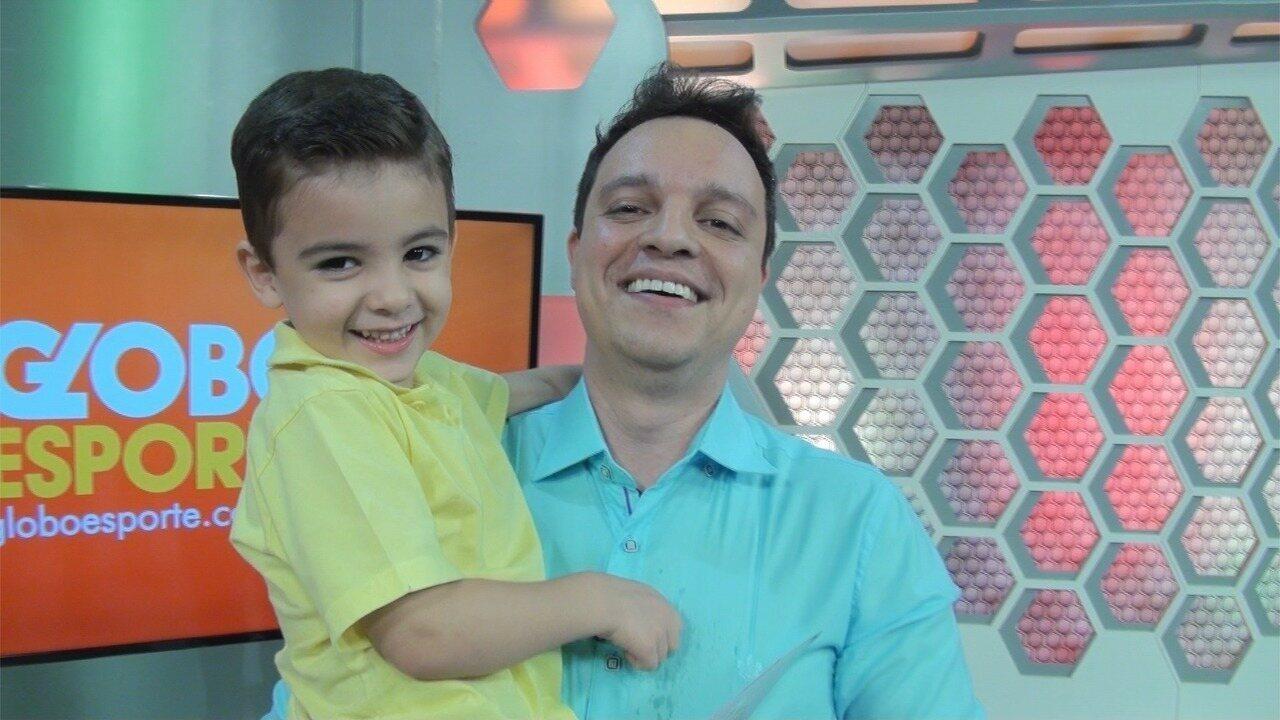Fábio Pizzato encerrou a edição do Globo Esporte CE com o filhão Luan e manda recedo especial aos papais