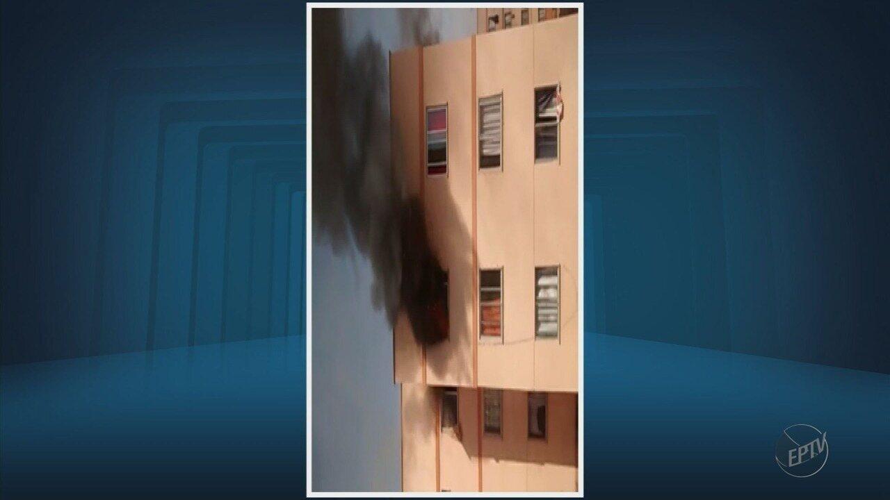 Moradora é resgatada com ferimentos após incêndio em apartamento em Alfenas (MG)