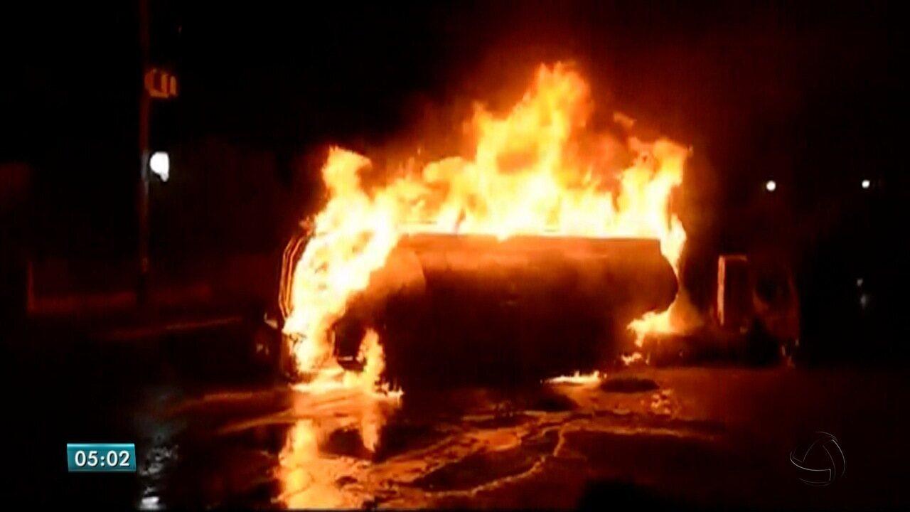 Carreta com diesel pega fogo em posto de combustíveis de MS e motorista fica ferido