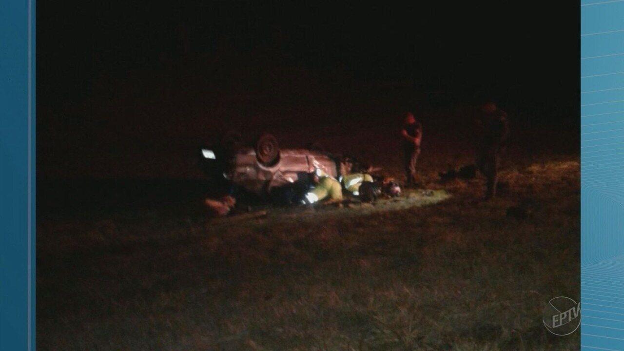 Um morre e dois ficam feridos em capotagem na Rodovia Anhanguera em Igarapava, SP