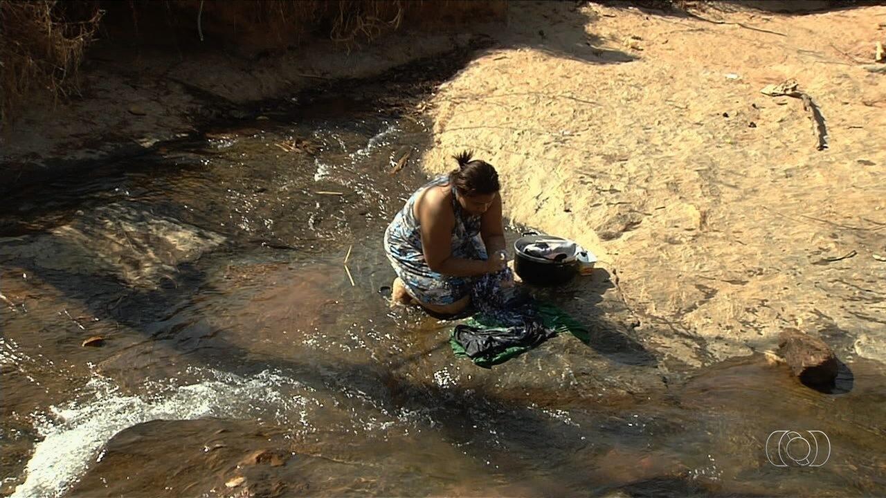 Moradores reclamam de falta de água em bairros de Aparecida de Goiânia