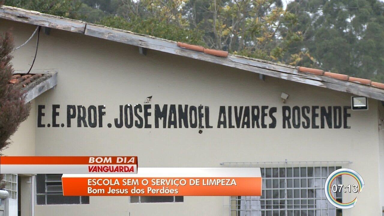 Escola estadual de Perdões está sem serviço de limpeza há um mês