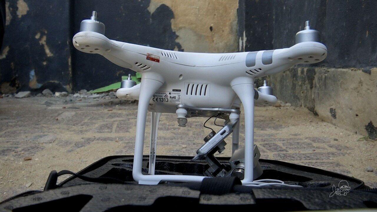 Mulher é presa usando drone para 'investigar' trabalho da polícia