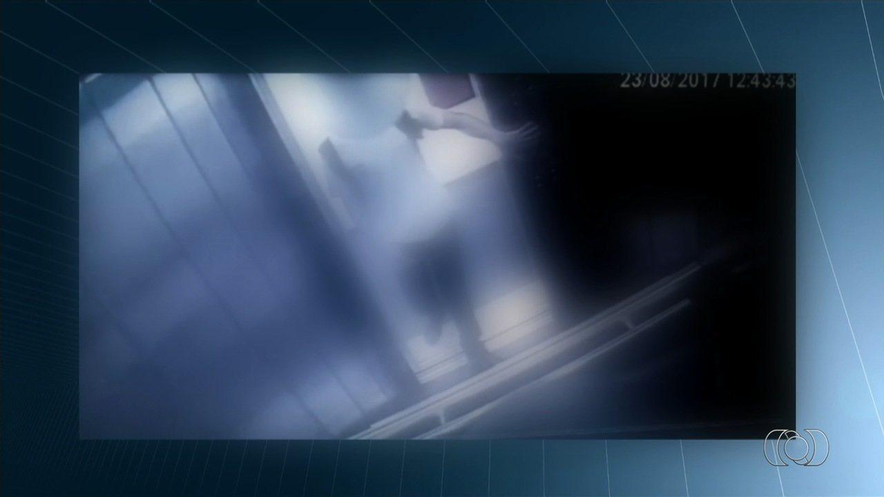 Imagens mostram menor em elevador após assassinato de vizinha, em Goiâia