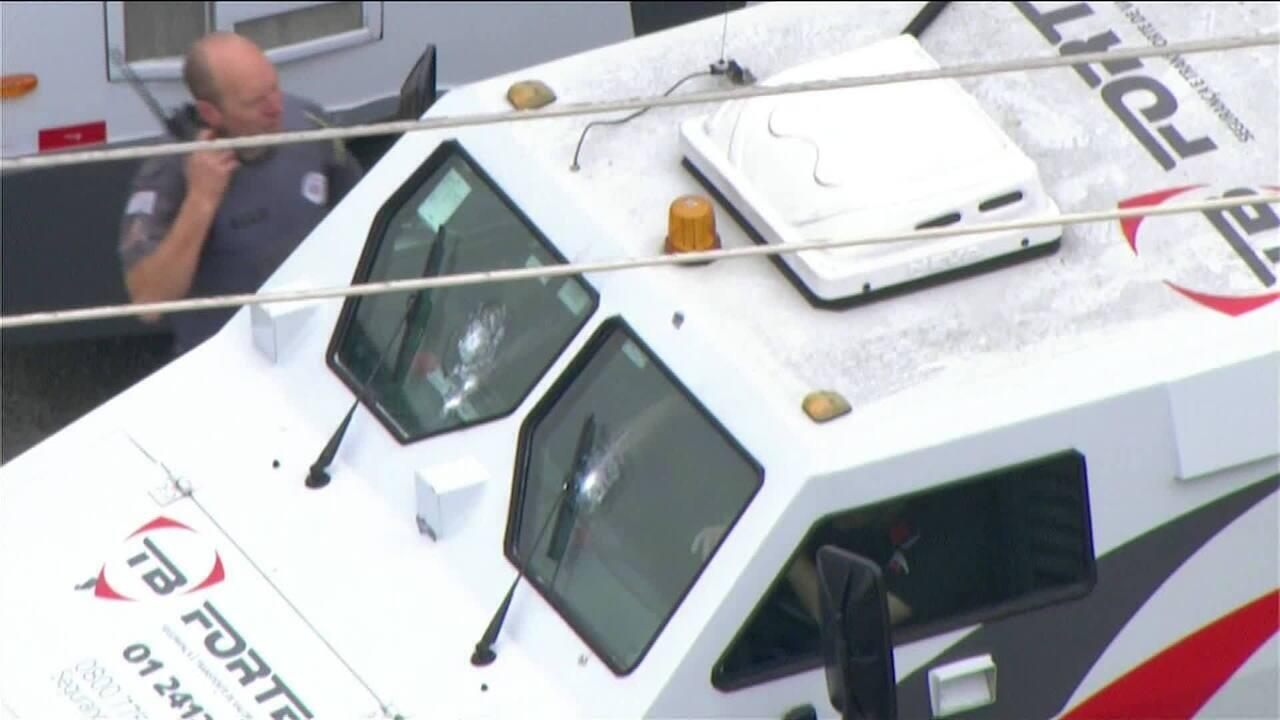 Resultado de imagem para Tentativa de assalto a carro forte em São Paulo