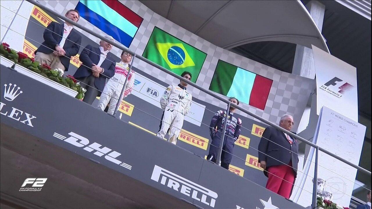 Sergio Sette Câmara vence na F2 e coloco a bandeira do Brasil de volta no primeiro lugar do pódio