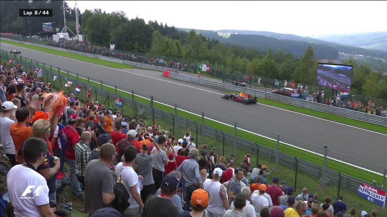 Com problemas no câmbio, Verstappen abandona corrida no meio da reta