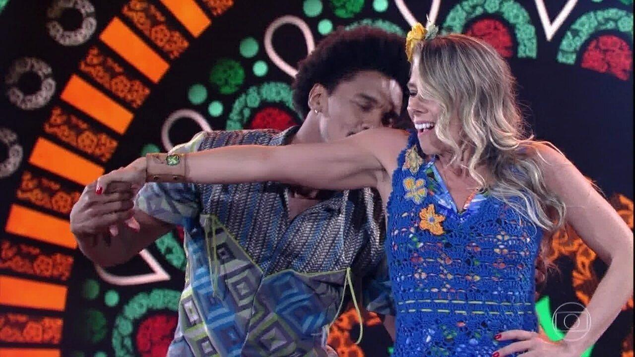 Adriane Galisteu e Marcos Lobo são os primeiros a dançar
