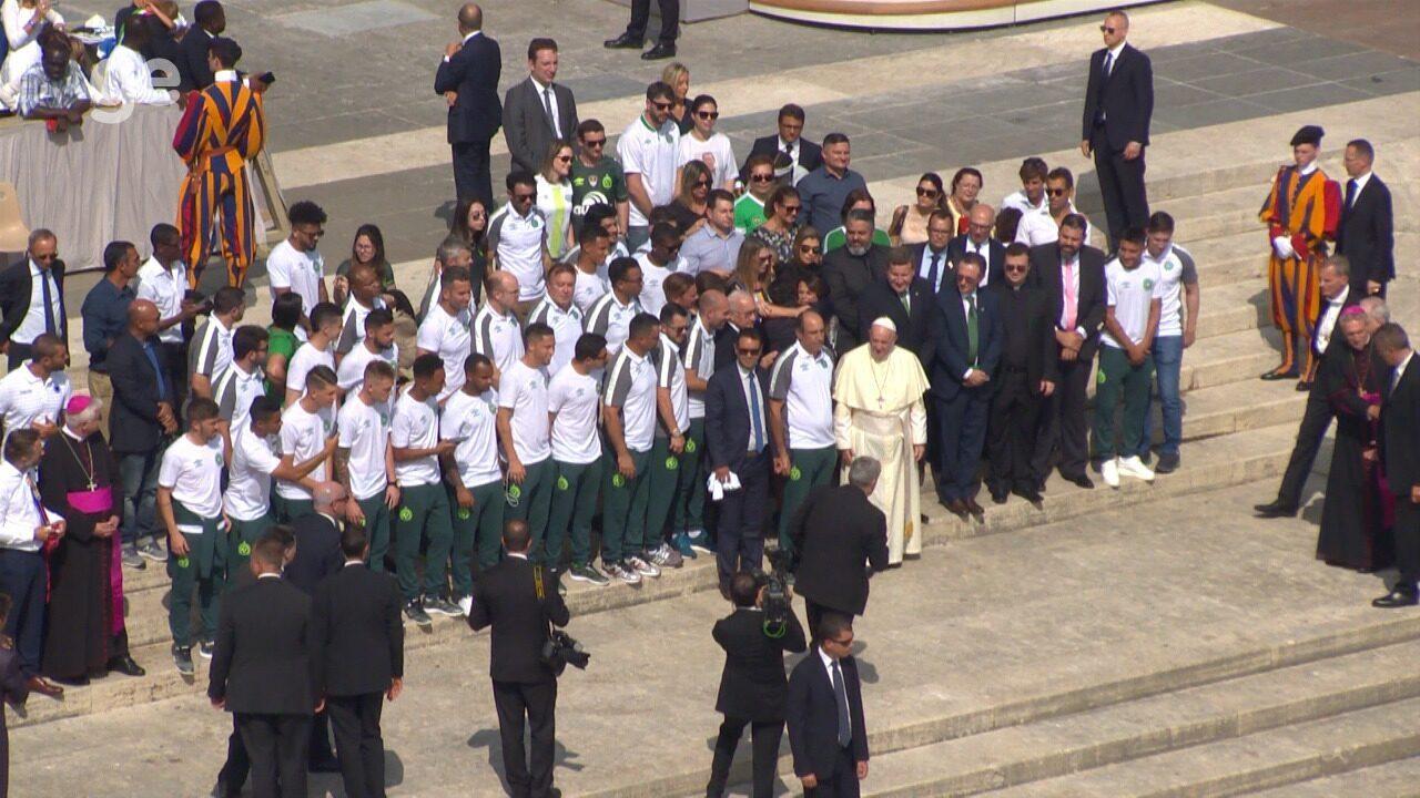 Ruschel e Follmann falam sobre encontro com o Papa; vídeo