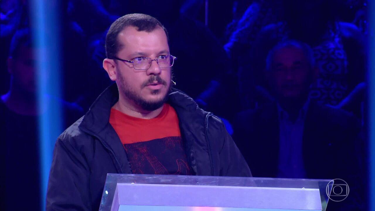 João Jambeiro responde a perguntas no 'Quem Quer Ser Um Milionário'