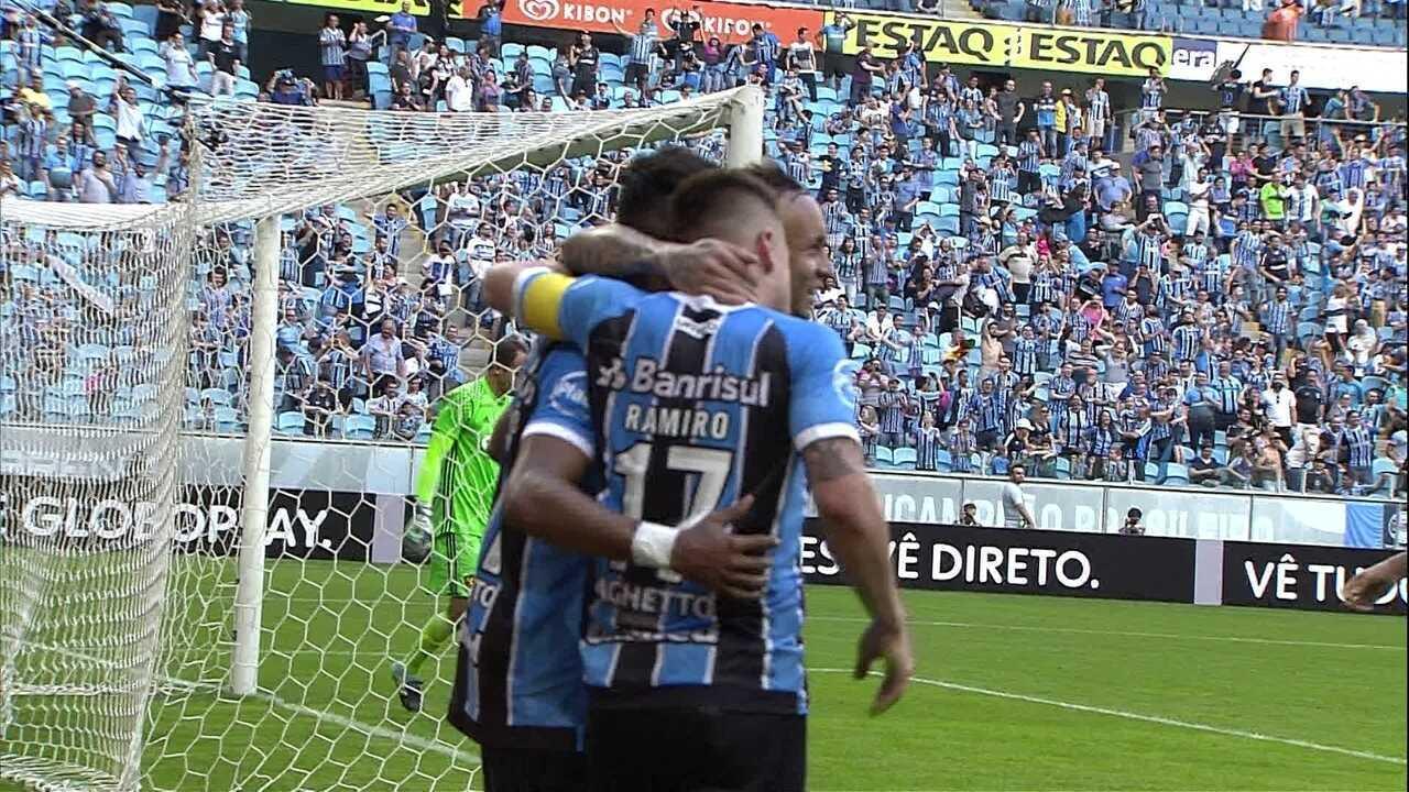 Gol do Grêmio! Fernandinho cabeceia no canto e faz o segundo dele, aos 24' do 2º tempo