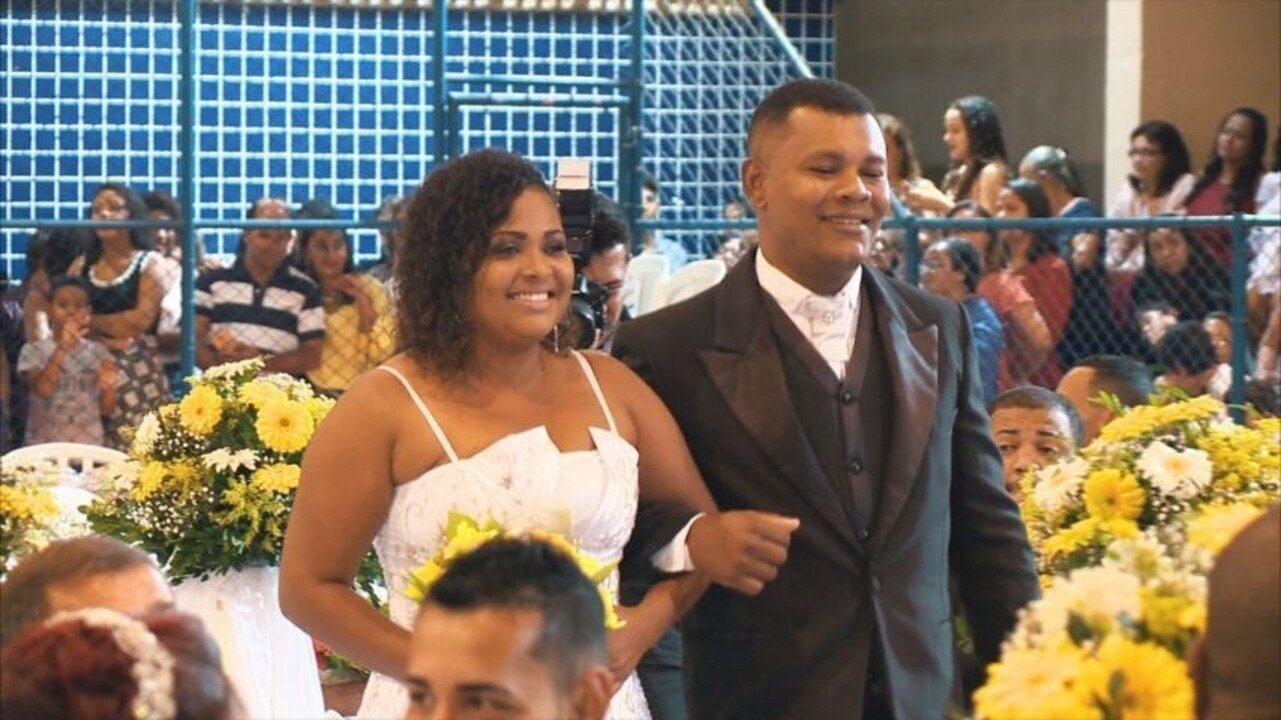 Em movimento: Você é o convidado especial de um casamento comunitário