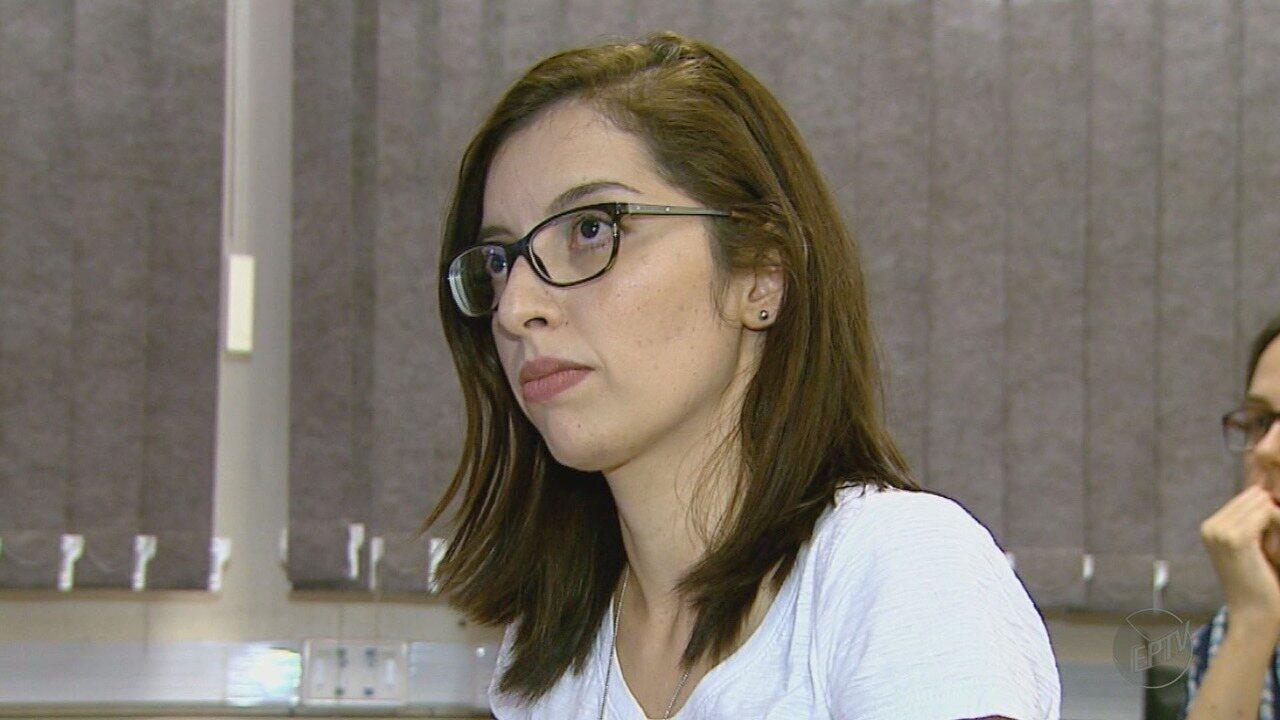 Pela primeira vez na USP de Ribeirão, aluna surda defende trabalho de mestrado