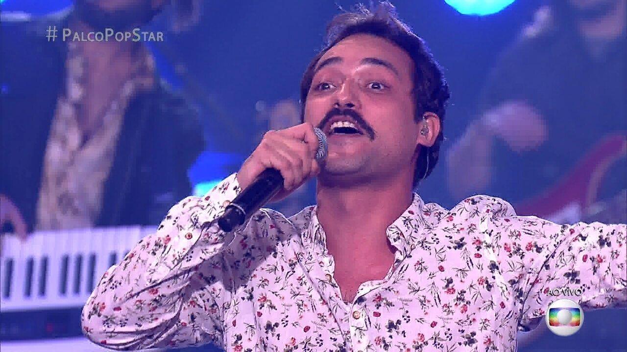 Eduardo Sterblitch canta 'Lua de Cristal'