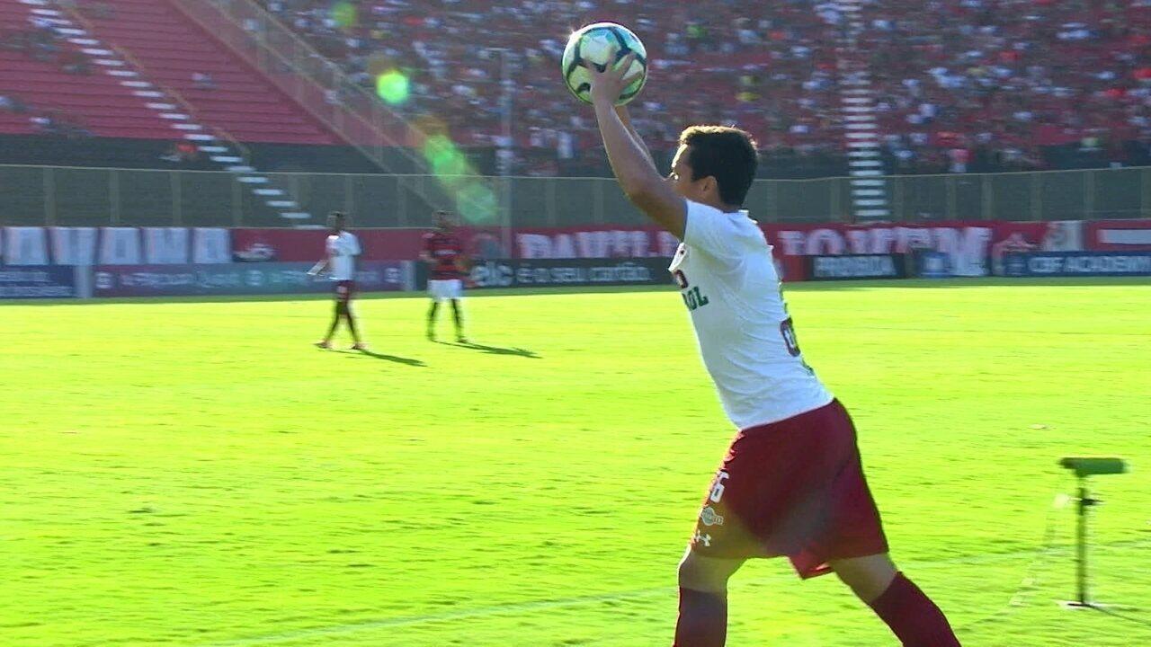 Marlon cobra lateral, Renato Chaves desvia e Fernando Miguel pega , aos 20 do 1º Tempo