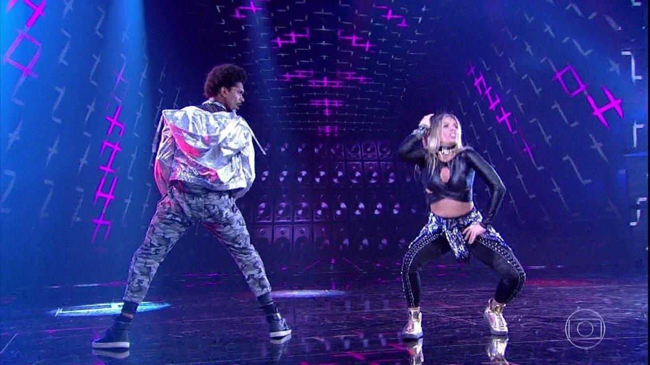 Adriane Galisteu e Marcus Lobo arrasam dançando funk
