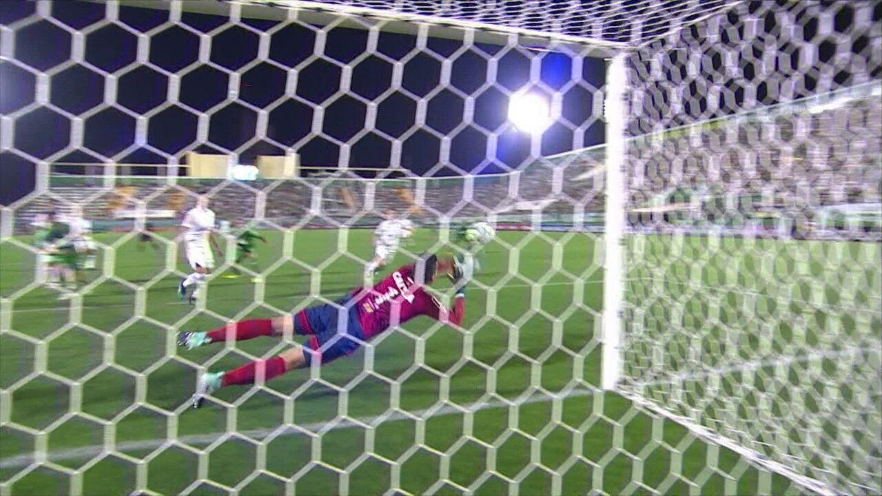 Fábio, do Cruzeiro, faz duas defesas impossíveis e é eleito o