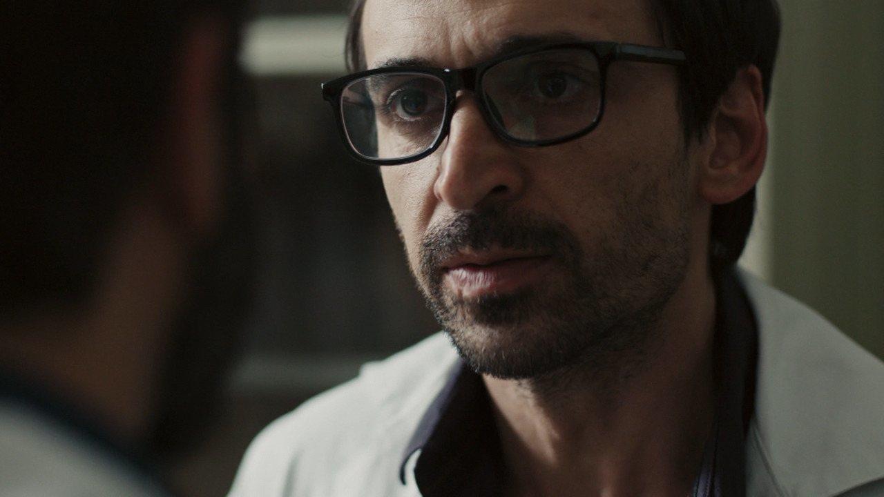 No último episódio, Evandro e Rafael discutem sobre Madalena
