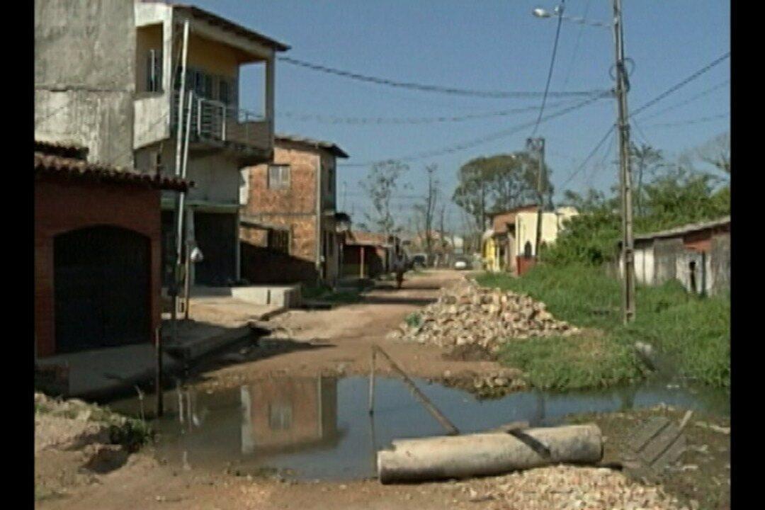 Moradores da rua Haroldo Veloso, em Ananindeua, continuam aguardando obras de saneamento