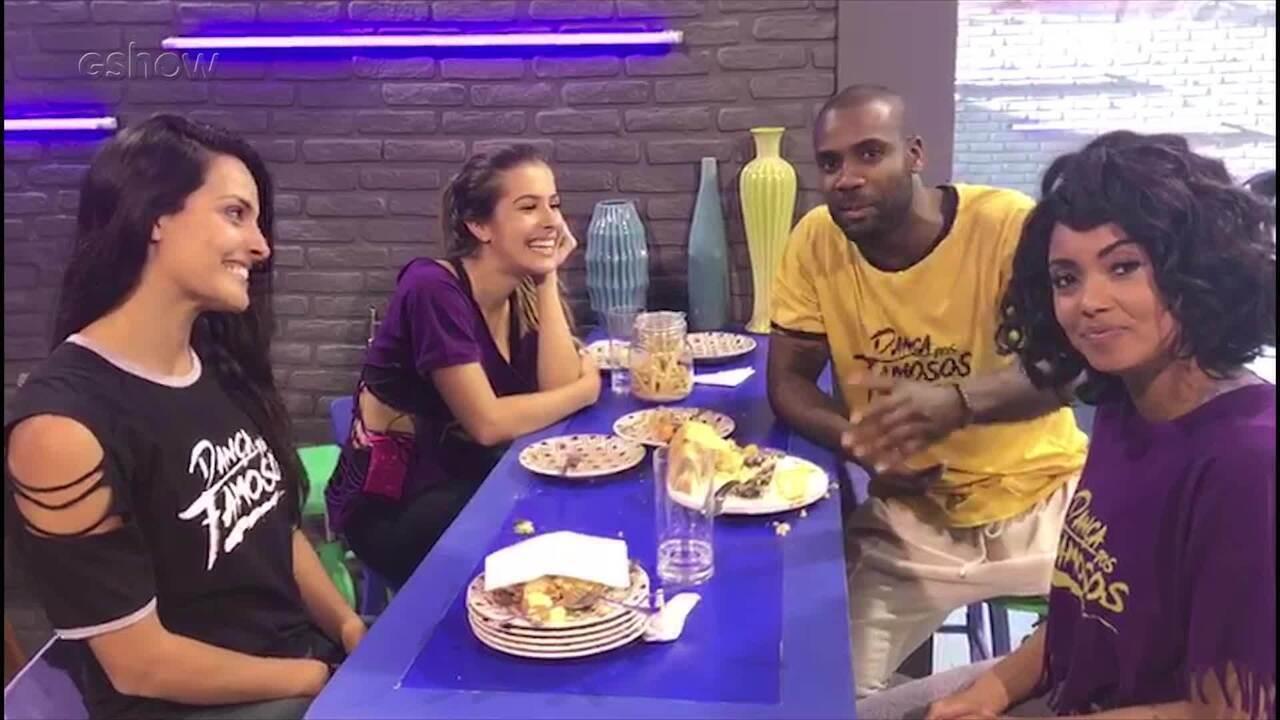 Rafael Zulu comemora aniversário com professoras do dança