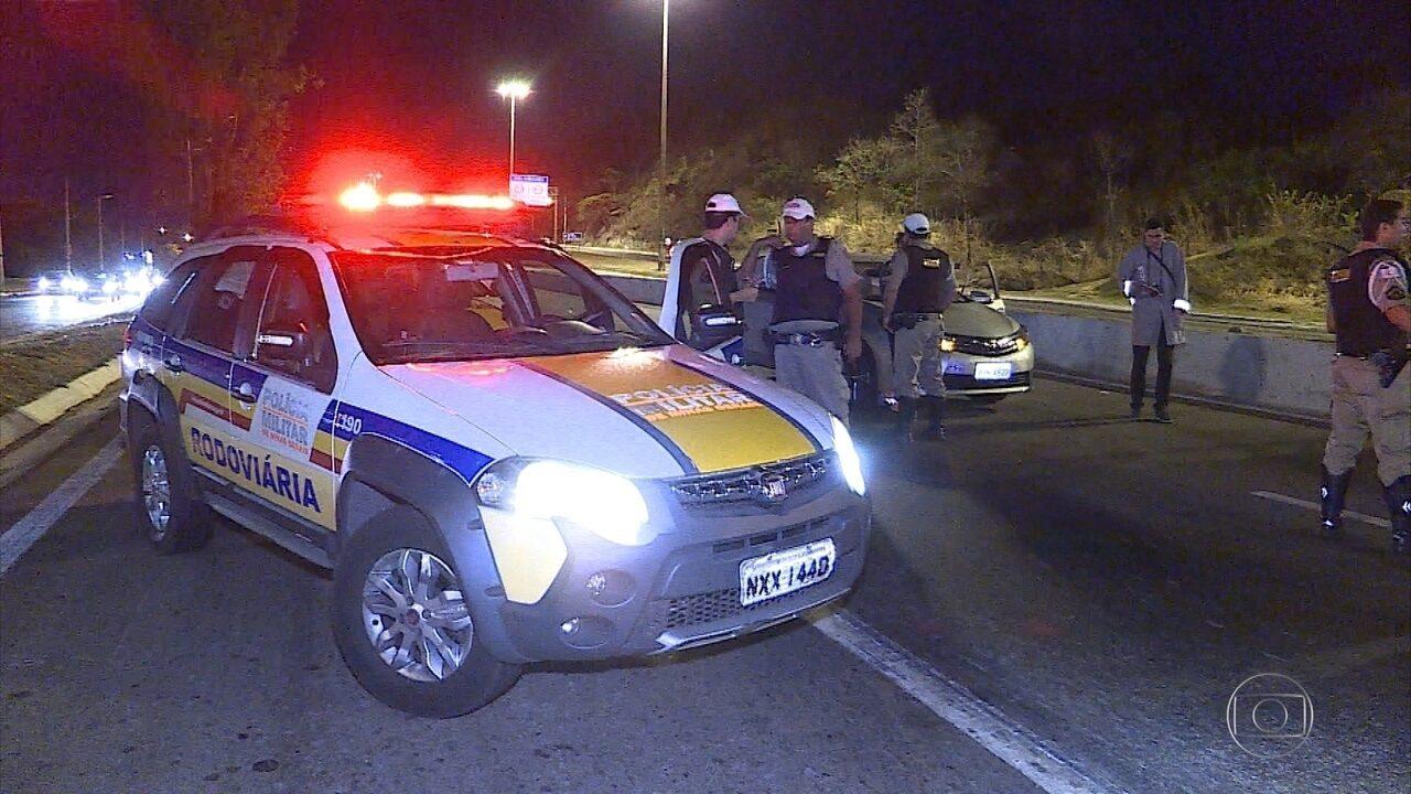 Homem morre atropelado no Anel Rodoviário, em Belo Horizonte