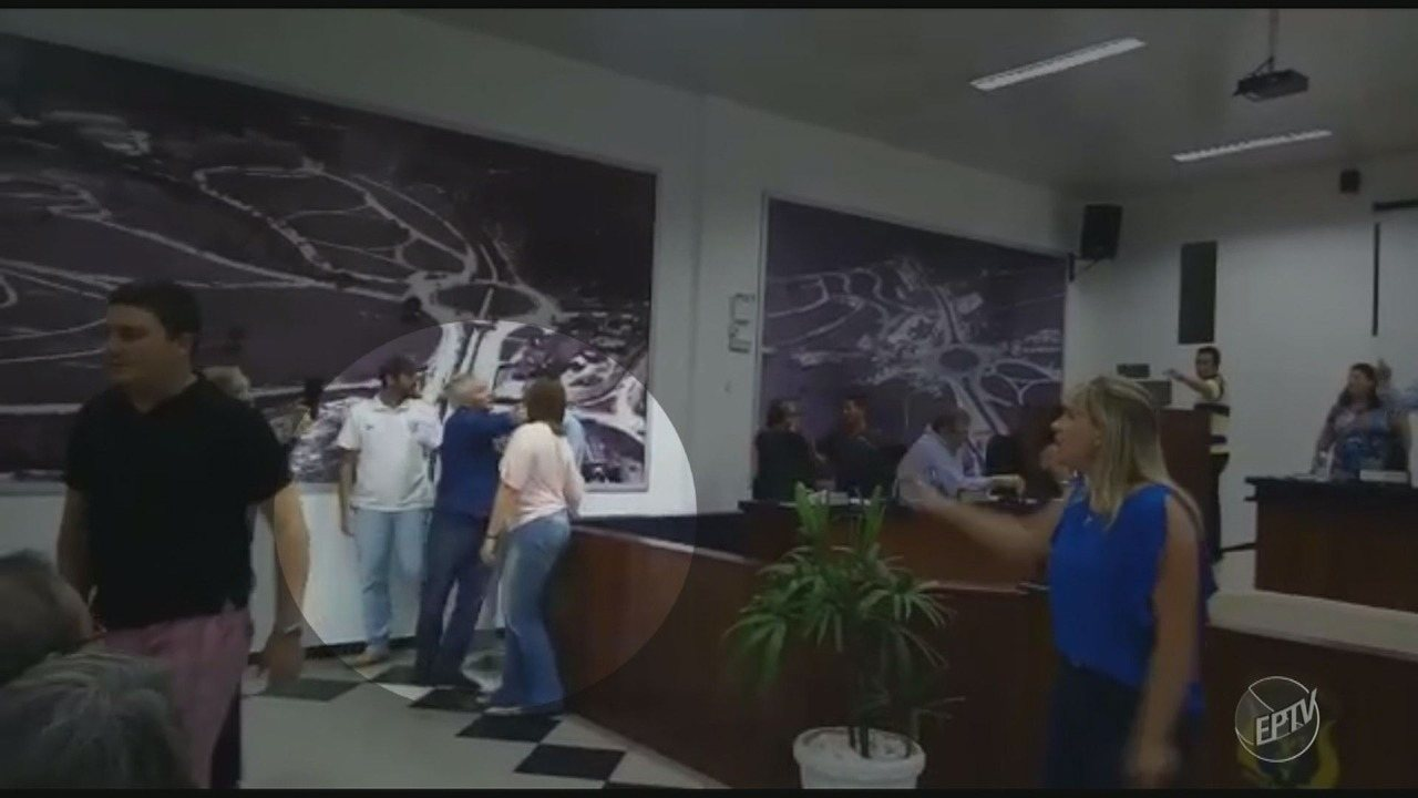 Vídeo mostra confusão entre Prefeito e vereadores na Câmara de Águas de São Pedro