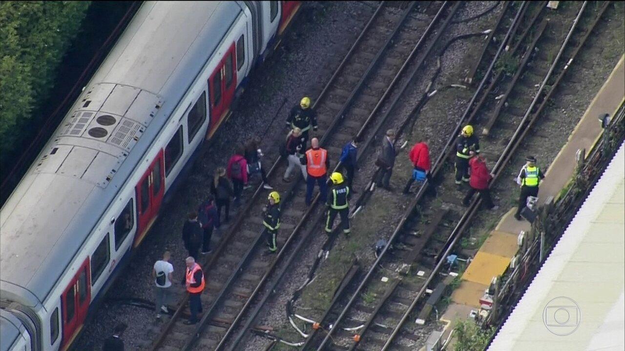 Bomba caseira explode em metrô de Londres e deixa mais de 20 feridos