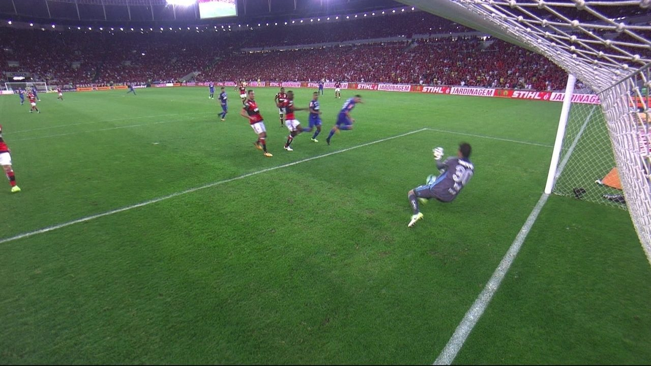 Confira os lances em que Thiago foi exigido contra o Cruzeiro
