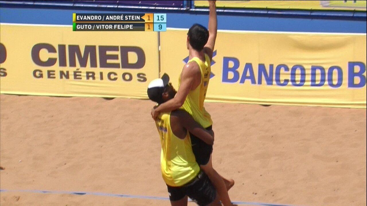 Pontos finais de Evandro/André 2 x 1 Guto/Vitor Felipe pelo Brasileiro de vôlei de praia