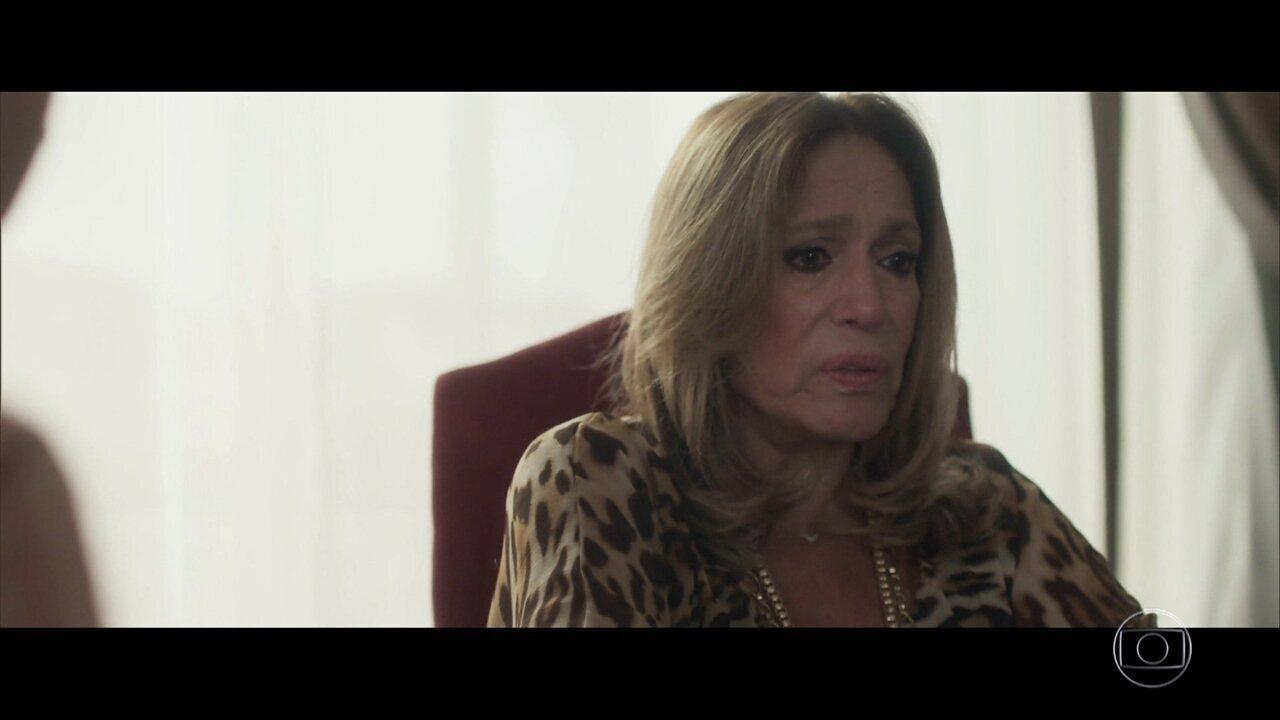 Cora sofre com a morte de Vitor