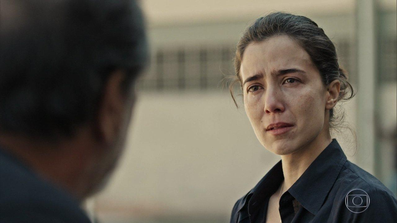 Carolina fica abalada com revelação de José Luiz sobre sua mãe