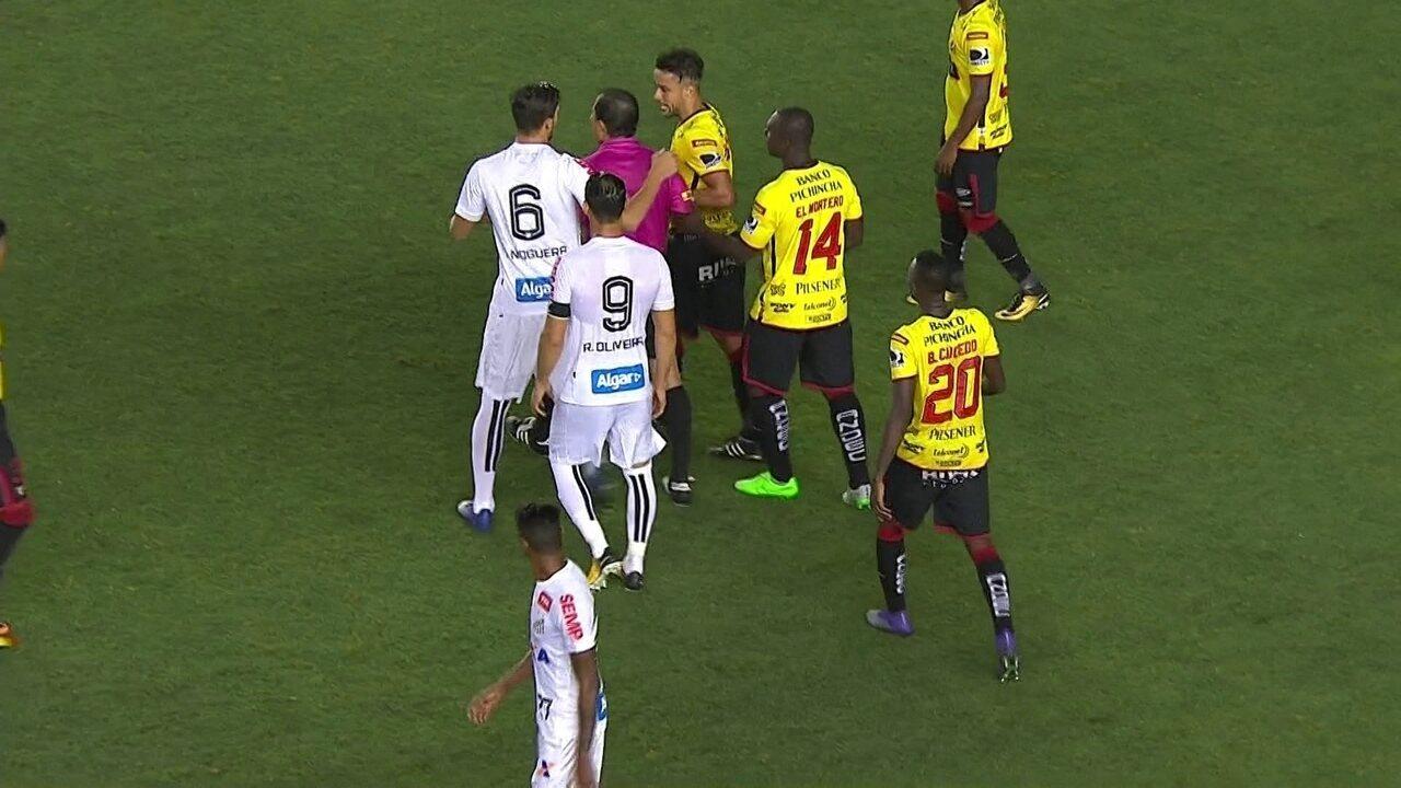 Bruno Henrique dá cusparada em adversário e é expulso