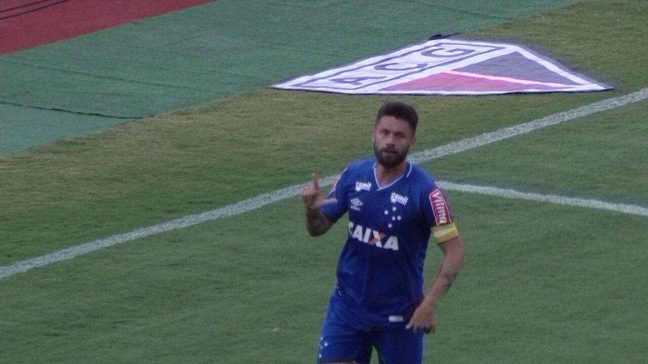 Gol do Cruzeiro! Nonoca dá lindo passe e Rafael Sobis marca aos 21' do 1º Tempo