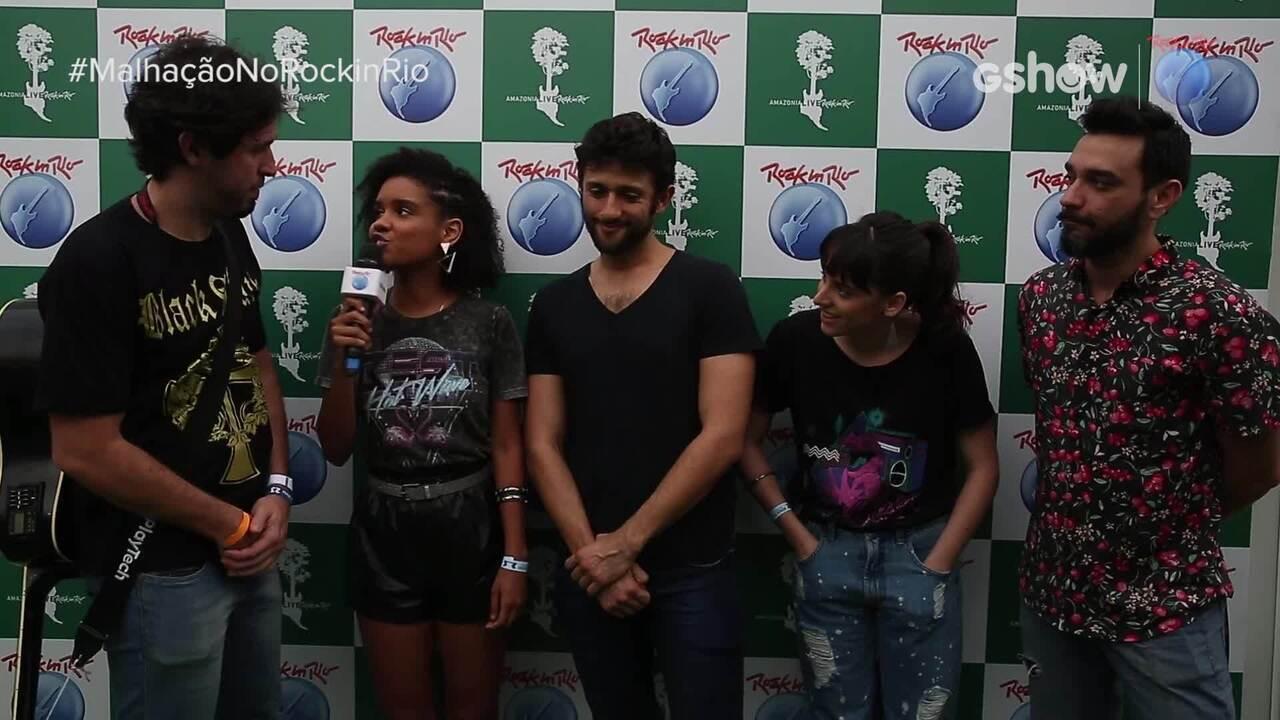 Heslaine Vieira e Manoela Aliperti entrevistam os Barbixas no 'Rock in Rio'