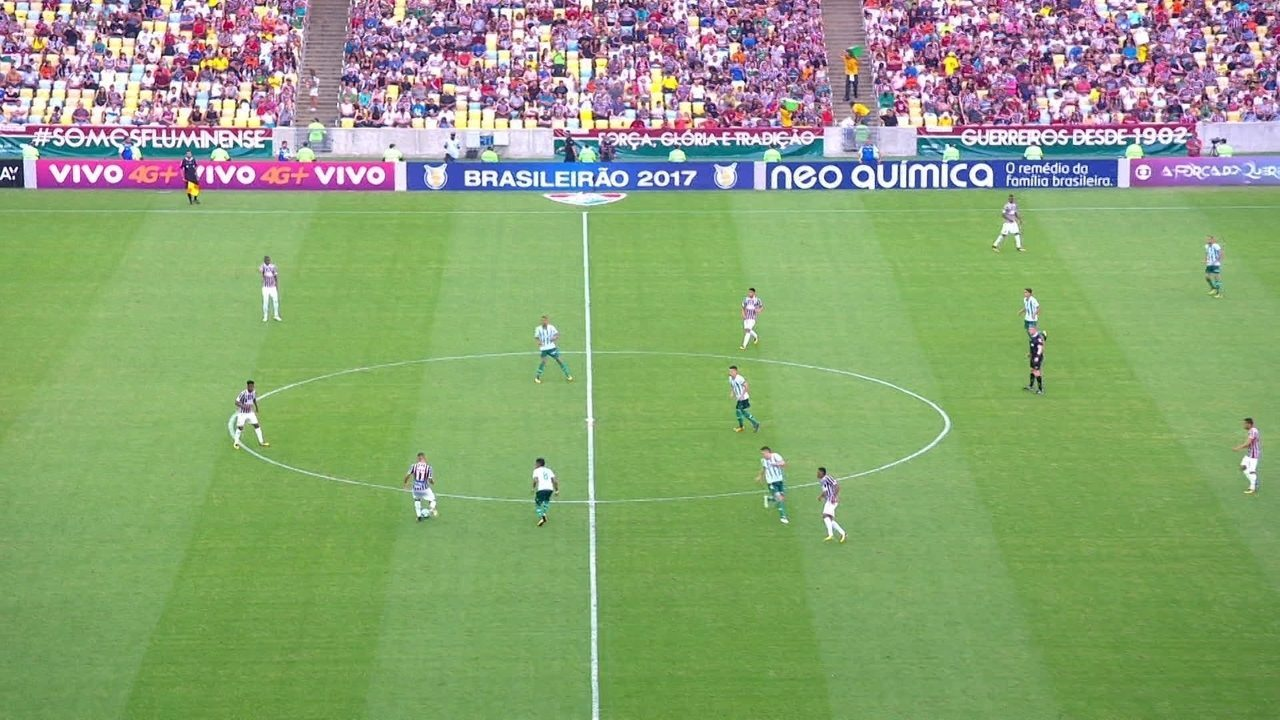 Palmeiras fecha a marcação e não dá espaços ao Fluminense. Depois do chutão, time recupera a bola