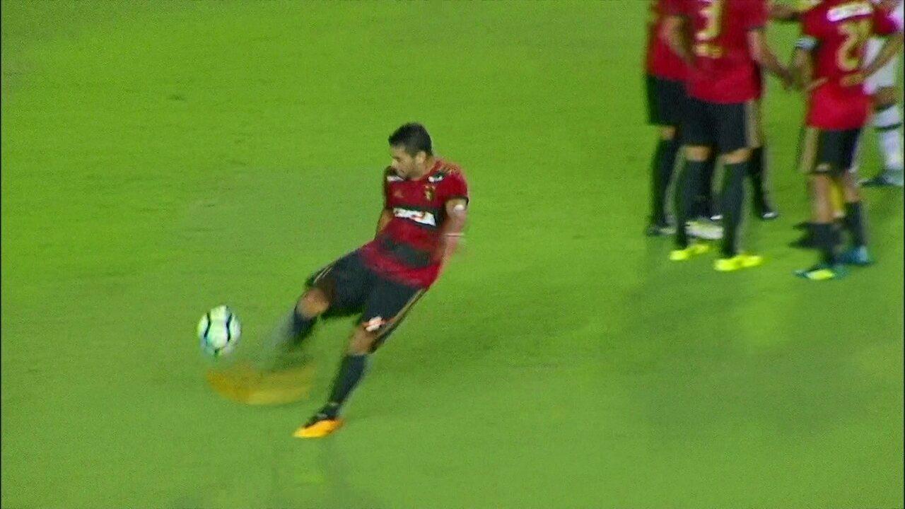 Rua! Diego Souza faz falta, recebe amarelo, reclama e leva o vermelho aos 20 do 1º tempo