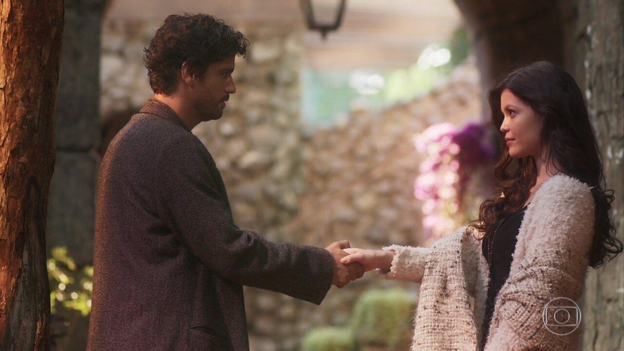 Reveja a cena: Inácio e Maria Vitória se conhecem em Portugal, no primeiro capítulo de 'Tempo de Amar'