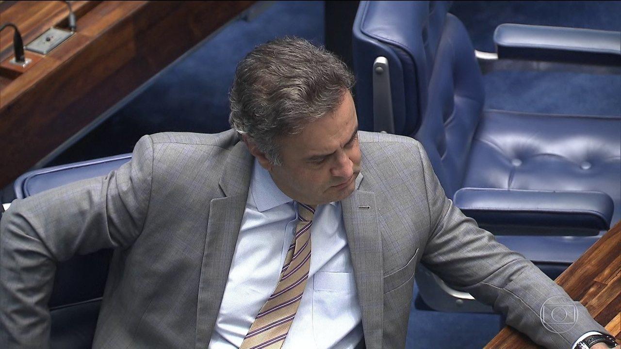 Primeira Turma do Supremo afasta Aécio do cargo de senador